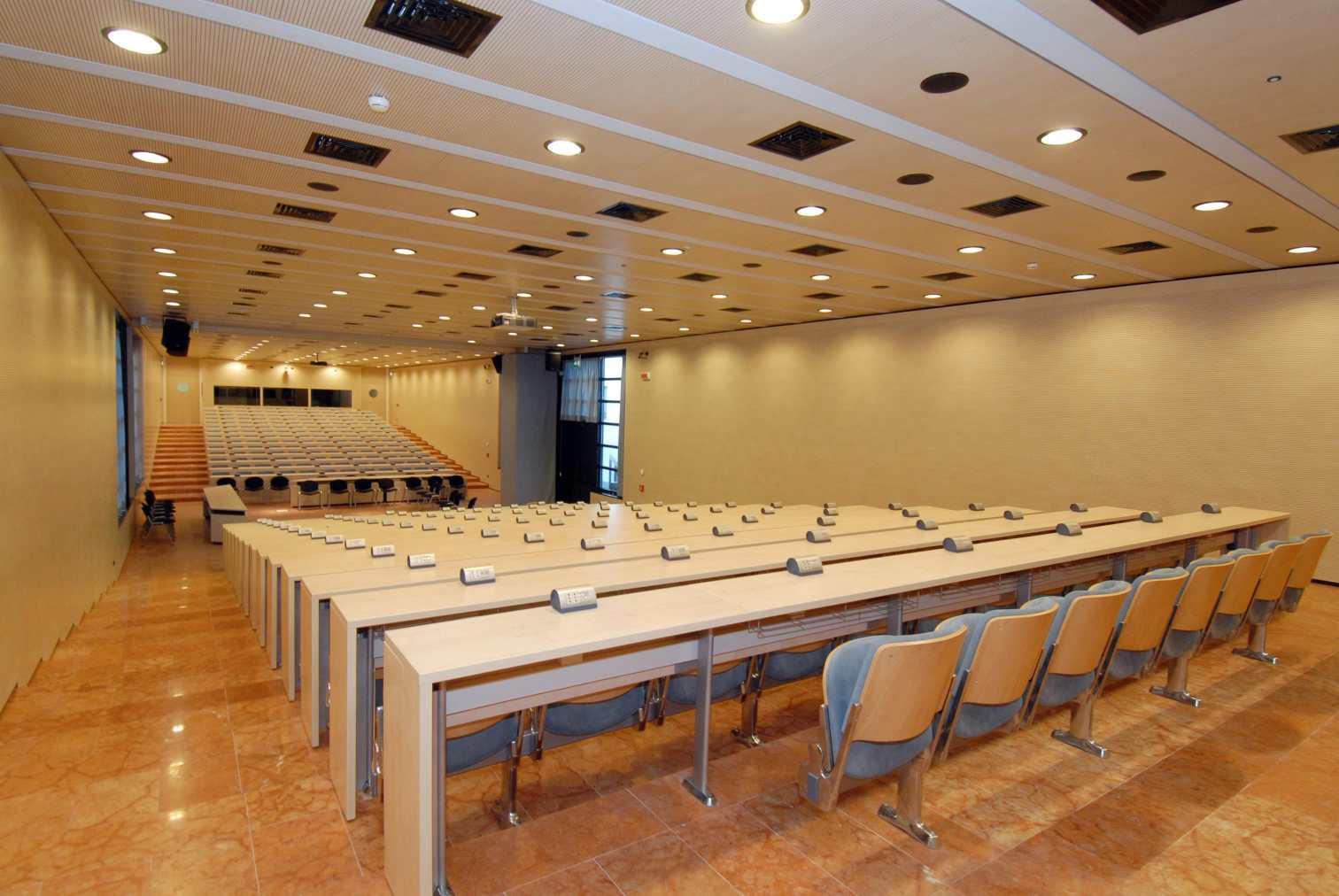 Dimensioni Sala Conferenze 100 Posti.Sale E Spazi Per Convegni Unitrento